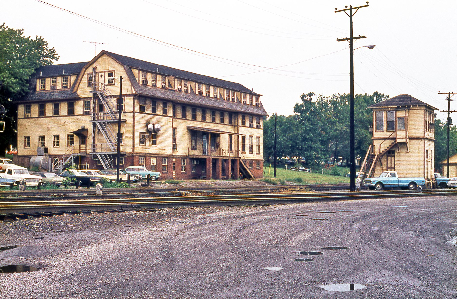 File:B&O Railroad YMCA and WB Tower at Brunswick, MD on Aug