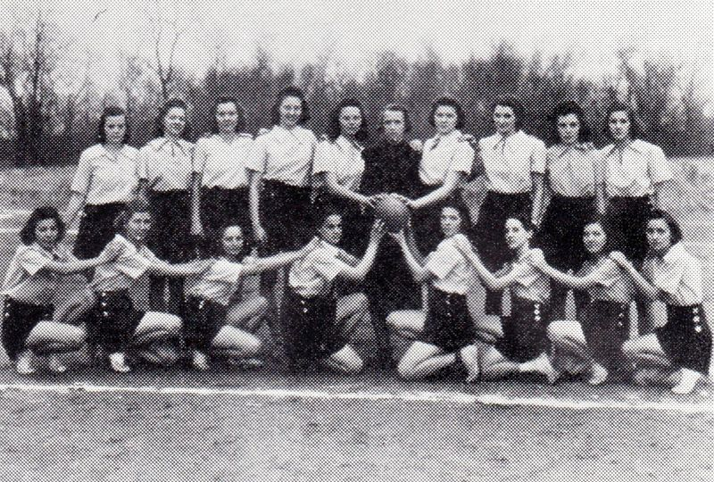 File:Volleyball 1940 Team.jpg